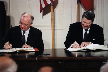 Reagan_and_gorbachev_signing