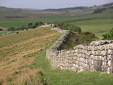 800pxhadrians_wall_at_greenhead_lou